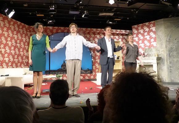 Tosenden Beifall gab es für die glänzend aufgelegten Schauspieler. Foto: Inge Rieber